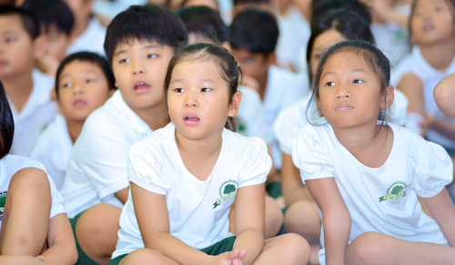 Vietnamese Youth Listening Abc Int School (2)